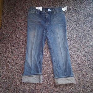 NWT GAP Maternity Ankle Jeans